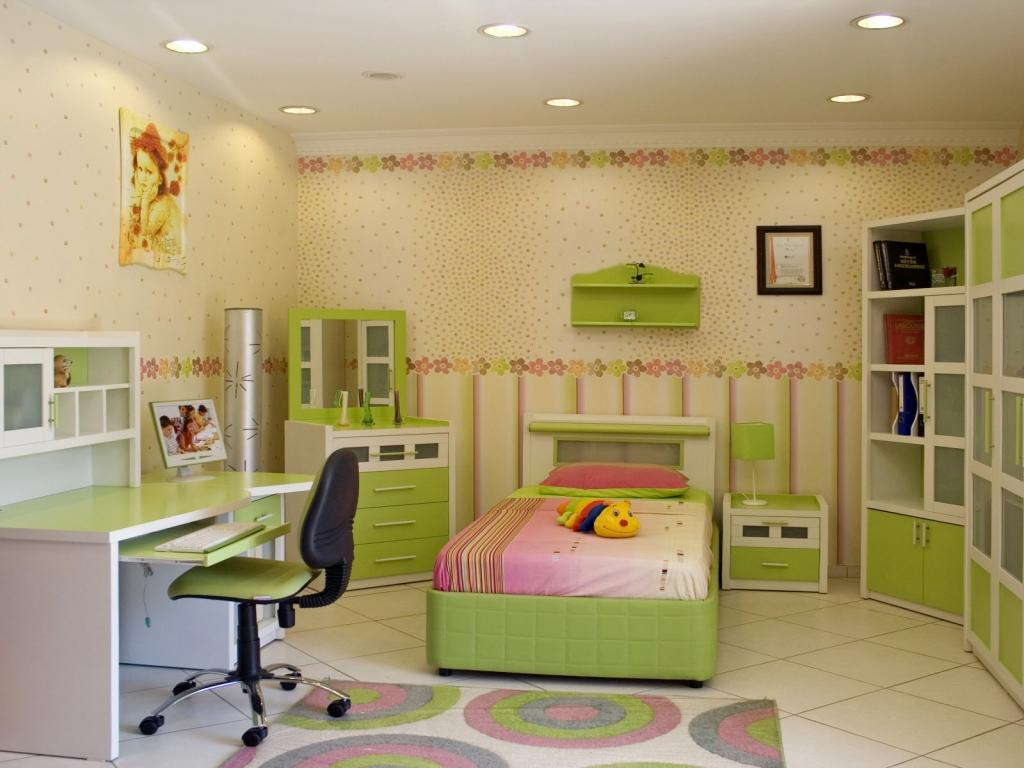 Ошибочно считать, что детская комната - это просто сочетание ярких красок, мебели необычной формы и росписи на стенах